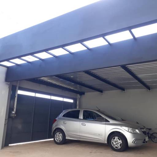 Cobertura garagem e pergolado com vidro entrada social por Aço e Arte Serralheria