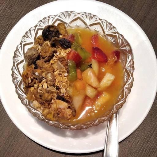 Salada de Frutas com Granola Completa  por Pró Fit e ProSaúde Produtos Naturais, Orgânicos e Alimentos Funcionais