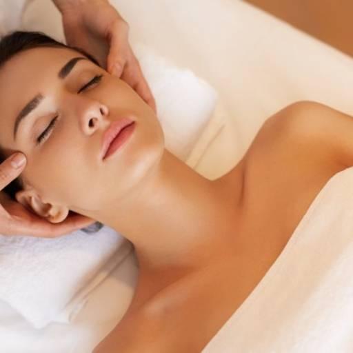 Comprar o produto de Massagem Relaxante em Massagem pela empresa Laura Podóloga em Atibaia, SP por Solutudo