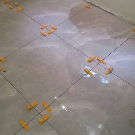 Comprar o produto de Porcelanato em Porcelanatos pela empresa Construtora Mendes em Botucatu, SP por Solutudo