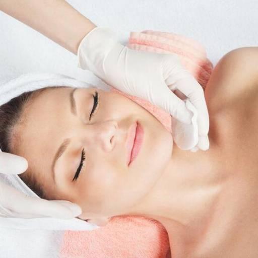 Comprar o produto de Limpeza de Pele em Estética Facial pela empresa Laura Podóloga em Atibaia, SP por Solutudo