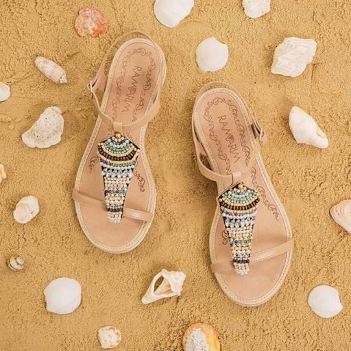 Sandálias  por Lojas Conceito Confecções e Calçados - Vestindo e Calçando Toda a Família