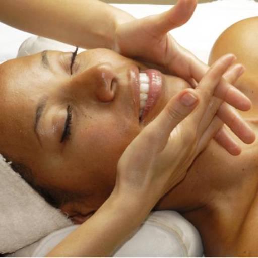 Comprar o produto de Drenagem Facial em Massagem pela empresa Laura Podóloga em Atibaia, SP por Solutudo