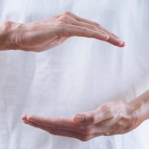 Comprar o produto de Reiki em Massagem pela empresa Laura Podóloga em Atibaia, SP por Solutudo