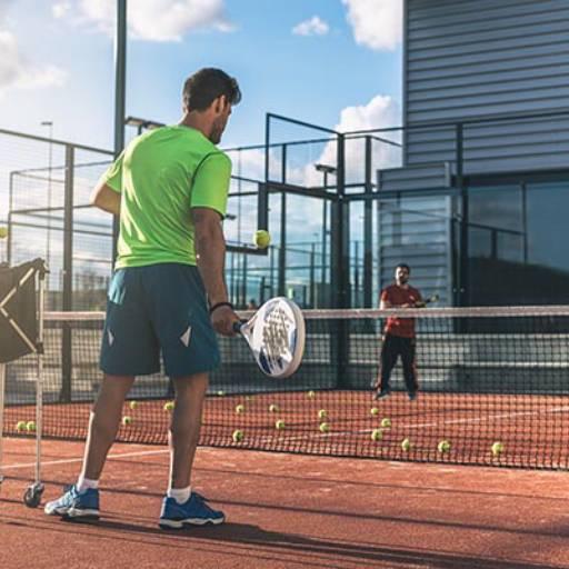 Comprar o produto de Aulas Individuais em Aulas de Tennis pela empresa Léo Tennis em Atibaia, SP por Solutudo