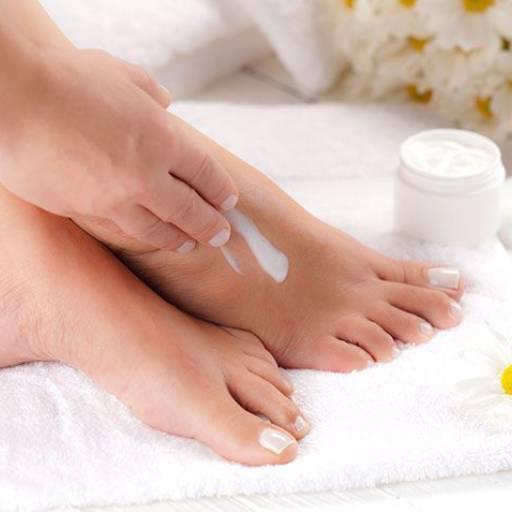 Comprar o produto de Hidratação dos pés em Podologia pela empresa Laura Podóloga em Atibaia, SP por Solutudo
