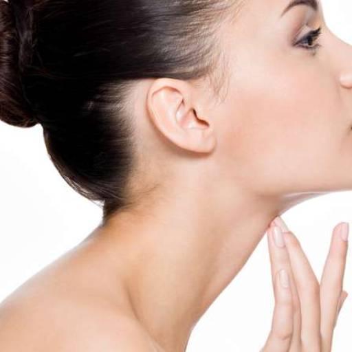 Comprar o produto de Remoção de Papada em Estética Facial pela empresa Laura Podóloga em Atibaia, SP por Solutudo