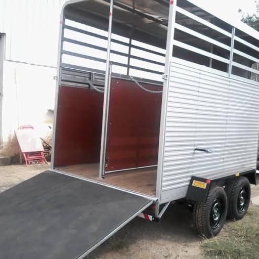 Carretinha Reboque Para 2 Cavalos por BODE Carretas e Engates